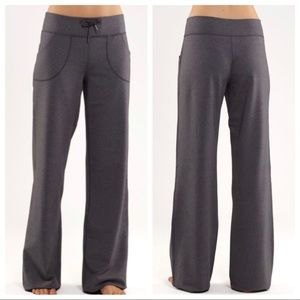 LULULEMON STILL PANT IN HEATHERED COAL GREY  10